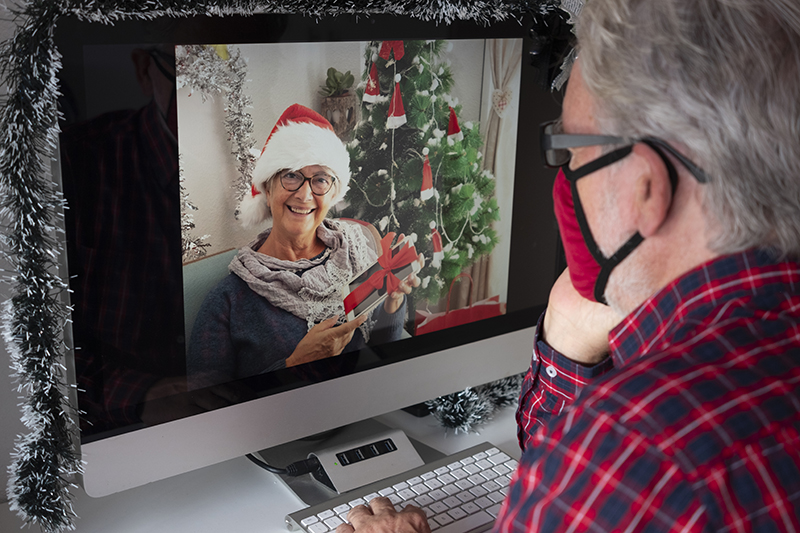 holidays for older adults during the pandemic