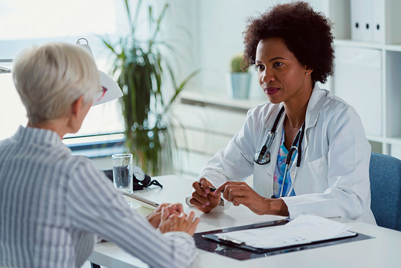 senior-discussing-dementia-diagnosis-with-doctor